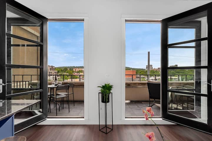 The East View - Perfect Location Overlooks Downtown