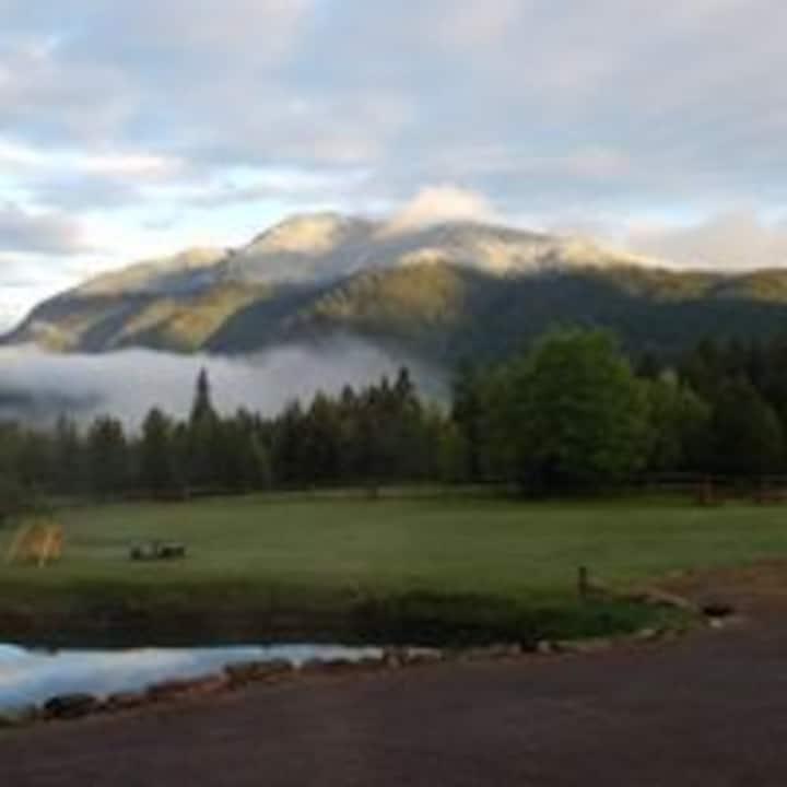 RV Camping  Comfort 30' tt  near Glacier Park West