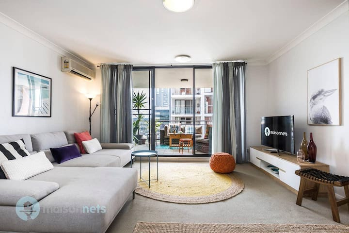 2 Bedroom 2 Bathroom Apt with Balcony and Parking