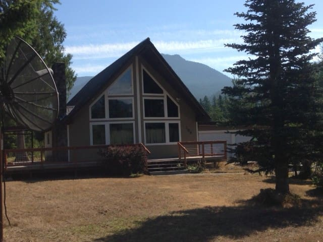 Cottonwood Chalet- Close to Mt Rainier and skiing - Packwood - House