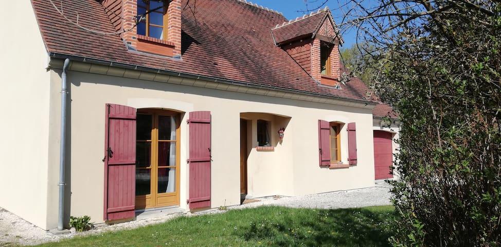 2 chambres, 2 lits à Nouan-le-Fuzelier avec jardin