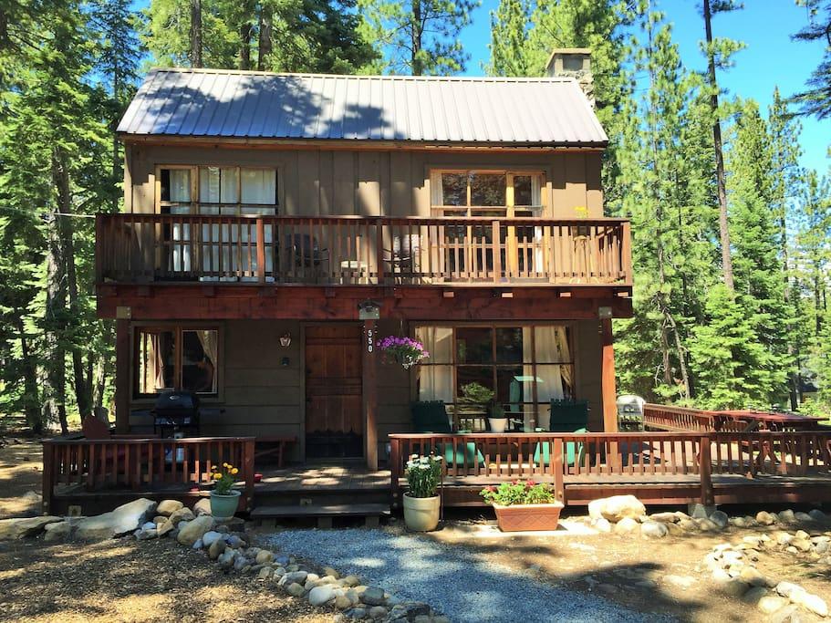 Classic updated tahoe cabin near sunnyside beach for Tahoe city cabin rentals