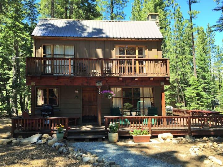 Classic Updated Tahoe Cabin Near Sunnyside & Beach