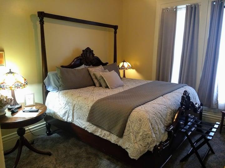 Clary Room - Stone Gables Inn