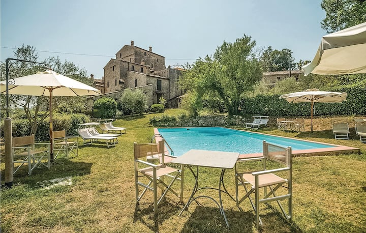 Amazing apartment in Todi -PG- with 1 Bedrooms, Outdoor swimming pool and Outdoor swimming pool