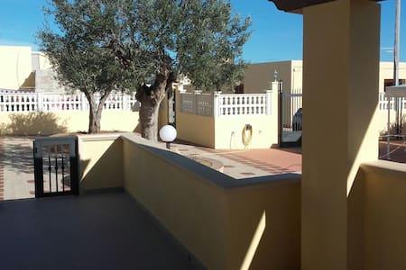 Nuovissimo appartamento in zona molto tranquilla - 蓝佩杜萨岛(Lampedusa) - 公寓