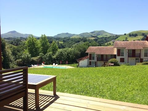 T2 avec piscine vue superbe au cœur du pays basque