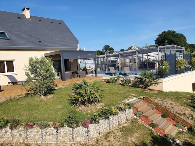 Saint-Lô - Maison avec piscine et vue sur parc.