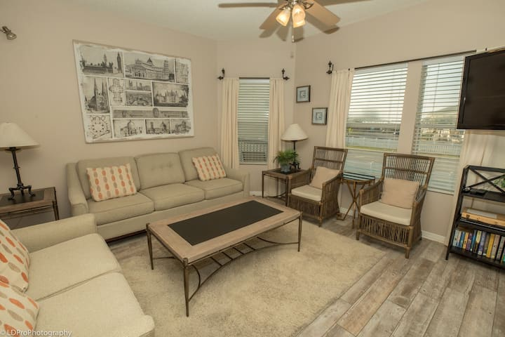 SPC 9207 - Upstairs 3 BR in the Beachwalk area of Sandpiper Cove