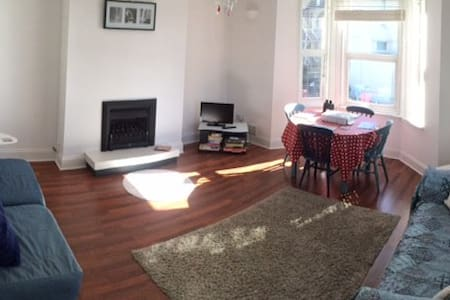 Cliff Top SeaView Flat with parking - Hastings - Apartment