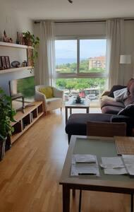 Apartamento cerca de la playa con vistas al mar.