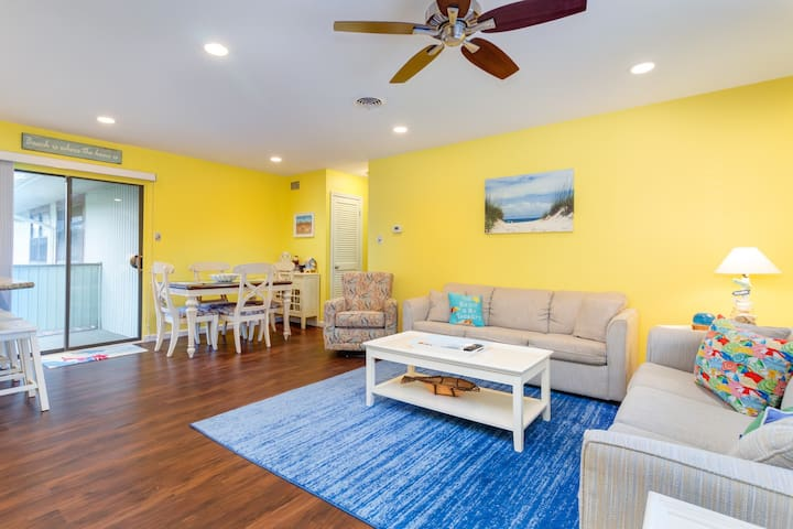 Renovated canal-view condo w/balcony, foosball & pool-walk to beach