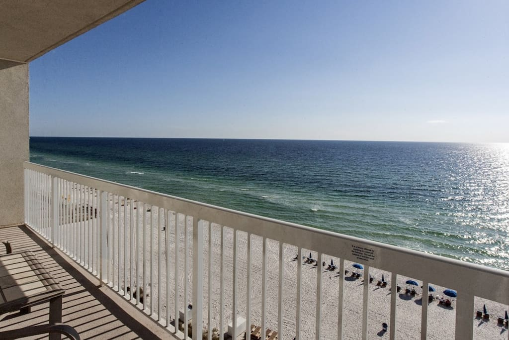 Beautiful Views from this 8th story unit!