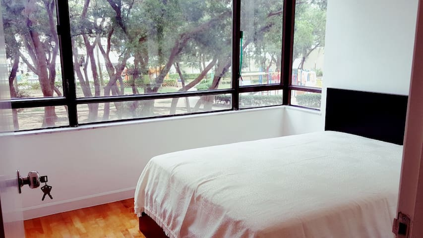 Clean & newly refurbished apartment up to 5 guests