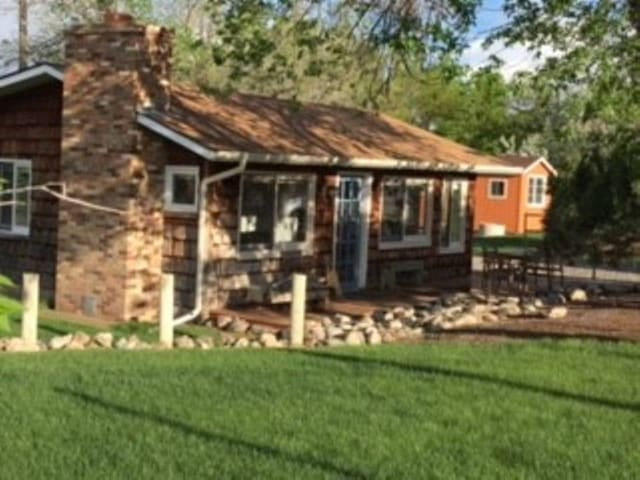 Charming, Secluded Redlands Cabin Borders CNM