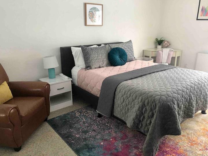Private, Charming & Convenient Guest Suite