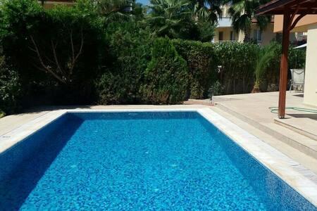 Özel havuz ful eşyalı - serik antalya