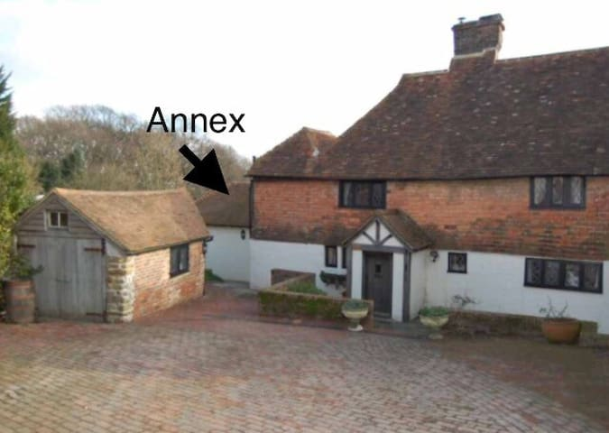 Tudor Cottage Annex