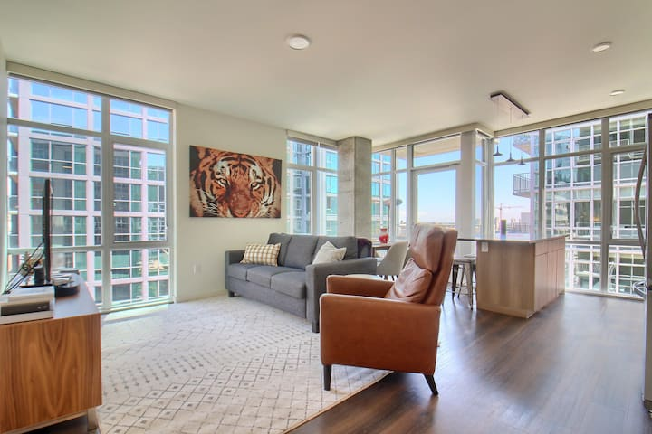 Spacious and Bright 2BR in Incredible LoDo Location