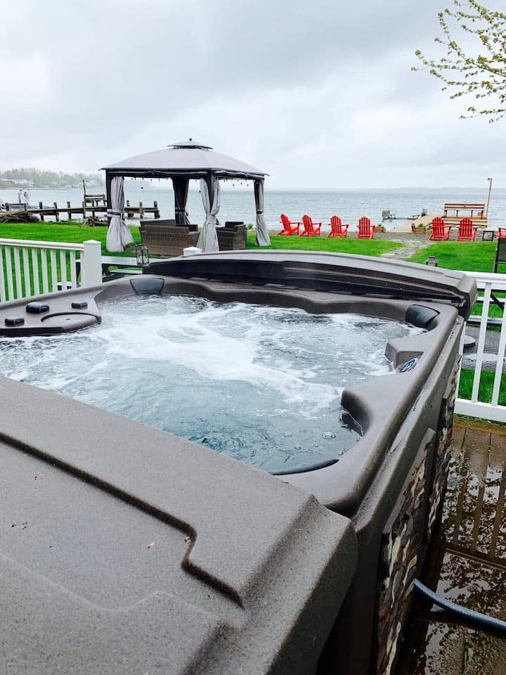 Break Away! Hot tub, theater & game room!