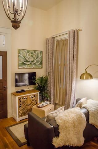 Living area, smart TV (access your own media!) with beautiful artwork