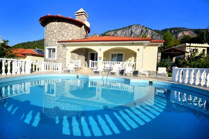 """""""The Ultimate Guide to Renting this Luxury Villa""""-Villa Elysium"""