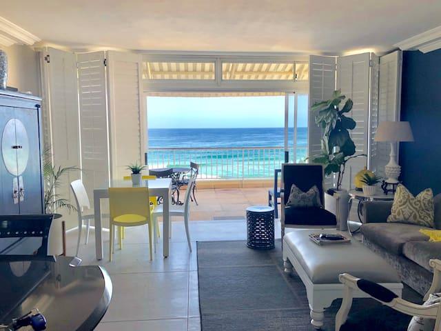 Breathtaking Oceanfront Apartment - DSTV & WIFI