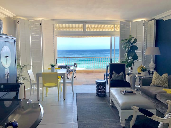 Breathtaking Oceanfront Apartment - DSTV & WIFI