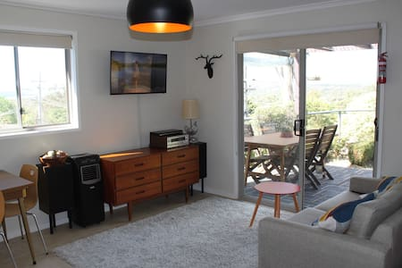 Self contained studio / cottage - Weston Creek