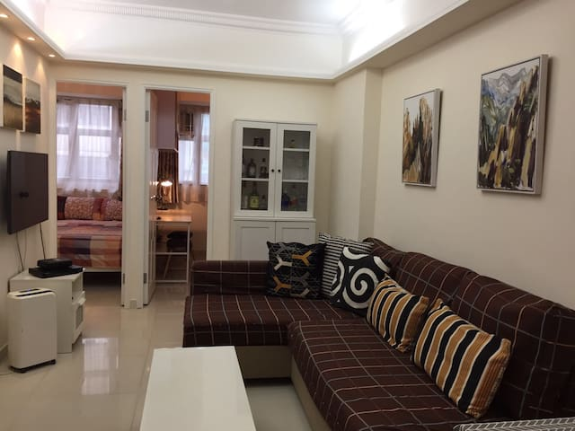 Wanchai cozy 3BR+2Bath for 5 (Heart of HK)