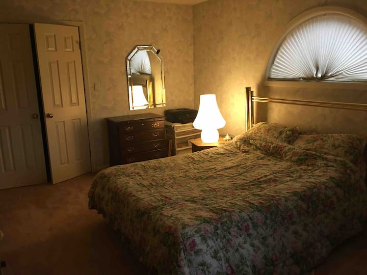 Master bedroom & bath near PPPL