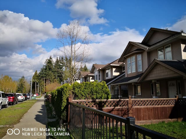 Sweet Home in Coquitlam Center, close to Skytrain