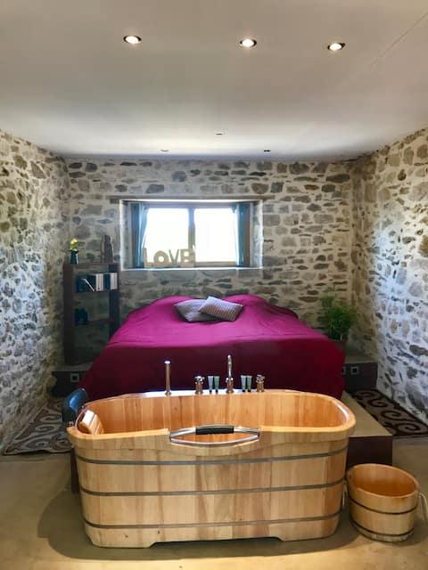 Maison de caractère & sa baignoire en bois