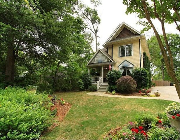 Bright & Spacious Home, Steps from the Park! - Atlanta - House