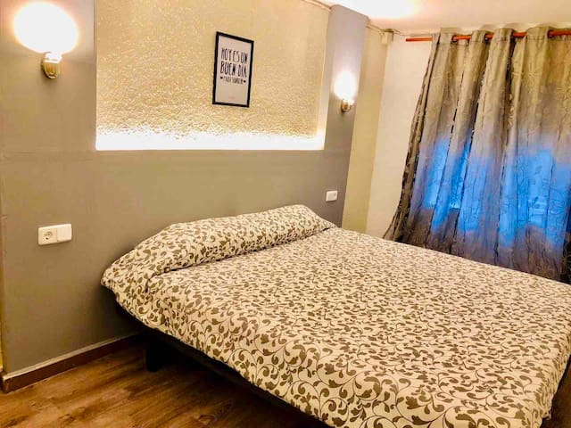 Beautiful new room,  A/C,tv with next METRO st t11