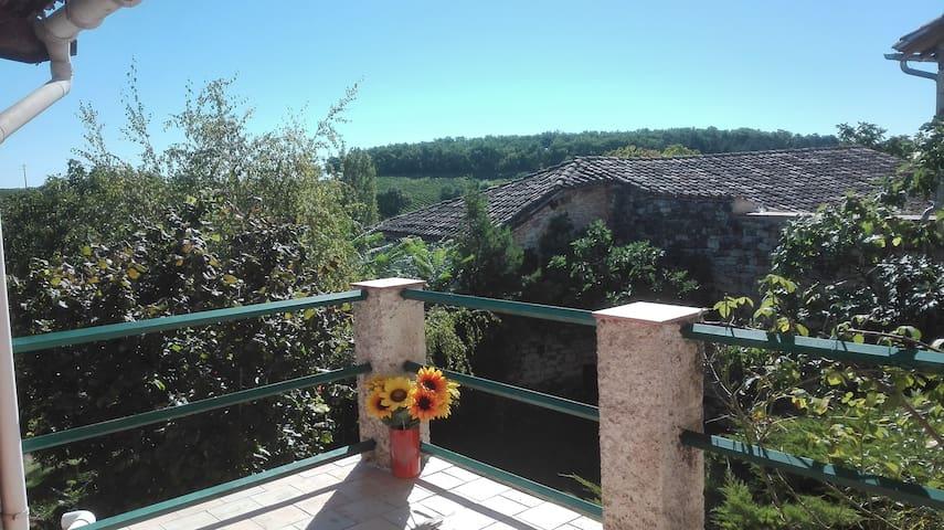 Maison de village avec jardin et terrasses