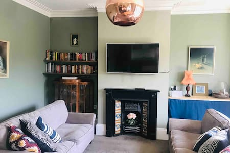 Large stylish 3 bed flat near Temple Meads Station