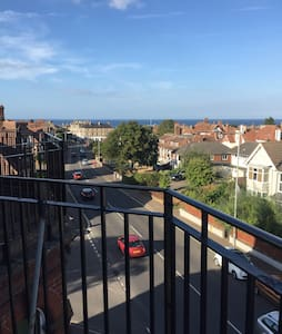 Spacious - with sea views and business ready - Cromer - Apartment