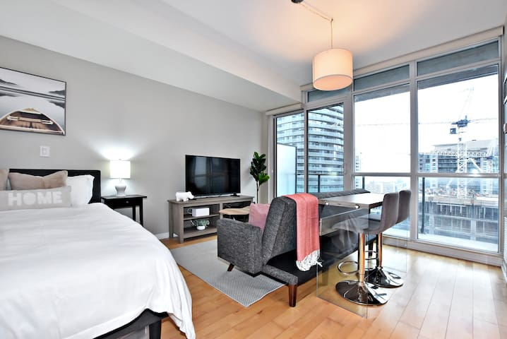 Hotel Style Room, CN Tower View, Subway/ACC/MTCC