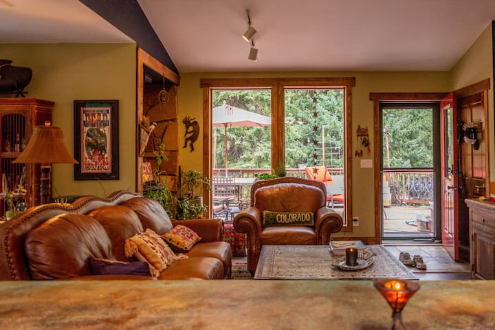 This house feels much like a treehouse especially from this vantage point! We are surrounded by 100 foot tall pine trees as well as majestic aspen peppered throughout the property.