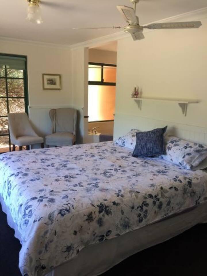 Comfy room, space, rural tree views and kangaroos