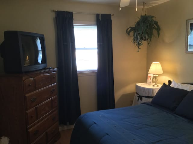 Private Room Dbl Bed Under $50.00 - Myrtle Beach - Dům