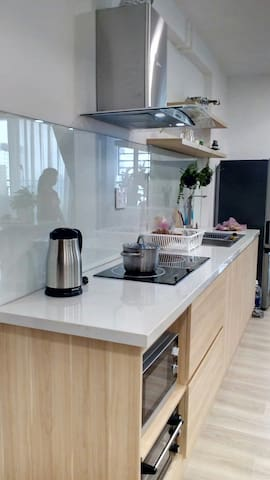Kitchen with a ketter, ceramic and electric cook, a stove and a microwave