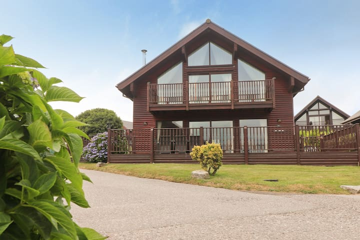 Four bedroom holiday lodge, on site watersports