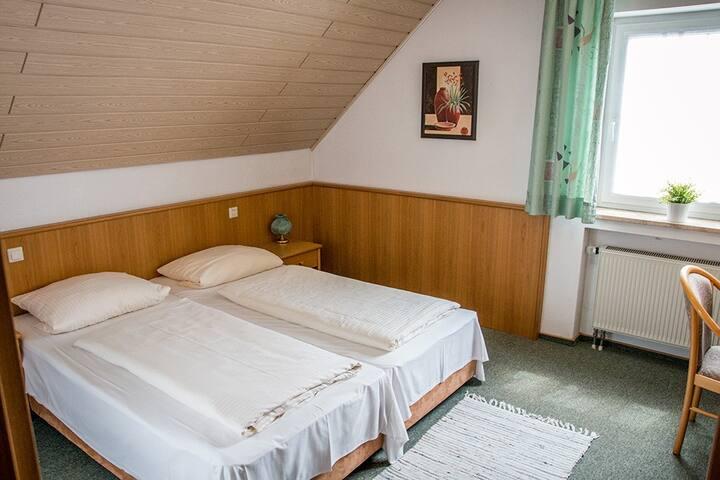 """Gasthof """"Zum Ochsen"""" (Waldstetten), Familienzimmer komfortabel ausgestattet, in ruhiger Lage"""