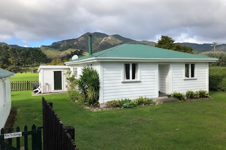 Whitestar Station's Palm Tree Cottage in Colville