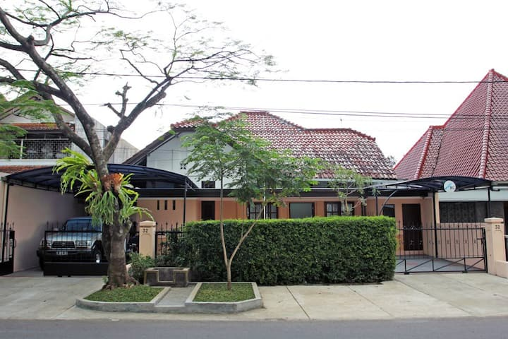 Rumah Resik ENTIRE PLACE (4BR, PREMIUM Location)