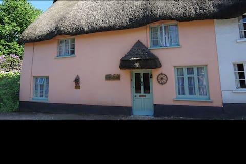 Fairytale thatched cottage & garden