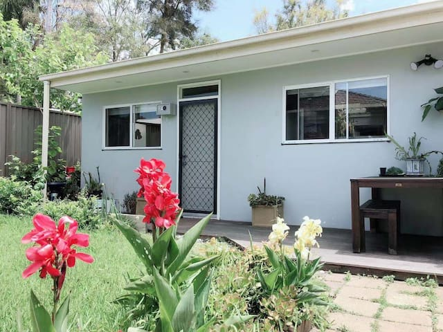 Nearly new 2bedroom Granny flat near (Website hidden by Airbnb)