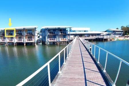 Serene Overwater Studio Couran Cove Island Resort